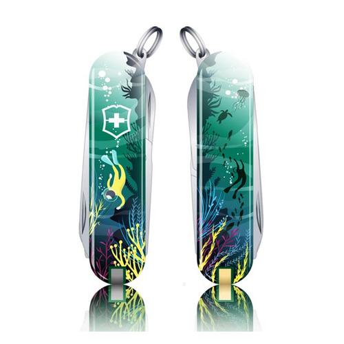 Складной нож VICTORINOX Classic LE2020 Deep Dive, 7 функций, 58мм, голубой / рисунок складной нож victorinox classic le2020 skateboarding 7 функций 58мм красный рисунок