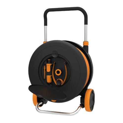 Тележка для шланга Fiskars 1023644 черный/оранжевый шланг в компл. 30м